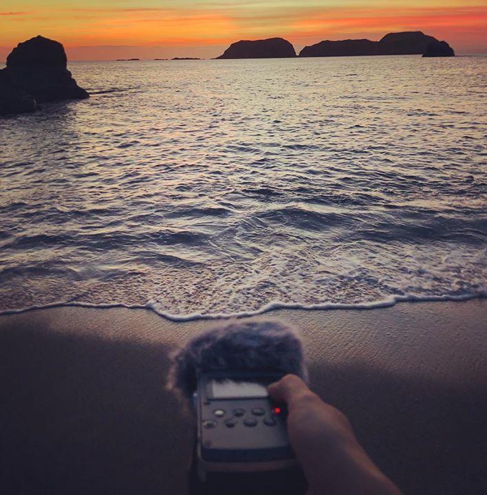 夕方の静かな波音を収録。__音を誰にどのように聴かせたい、という意図がないことが